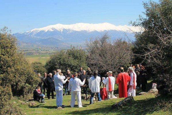 Ethnische Hellenen in Sarantaporo (Thessalien) feiern die Feste Asklepieia und Isimeria (Frühlingsäquinoktium) 2791 / 2.015