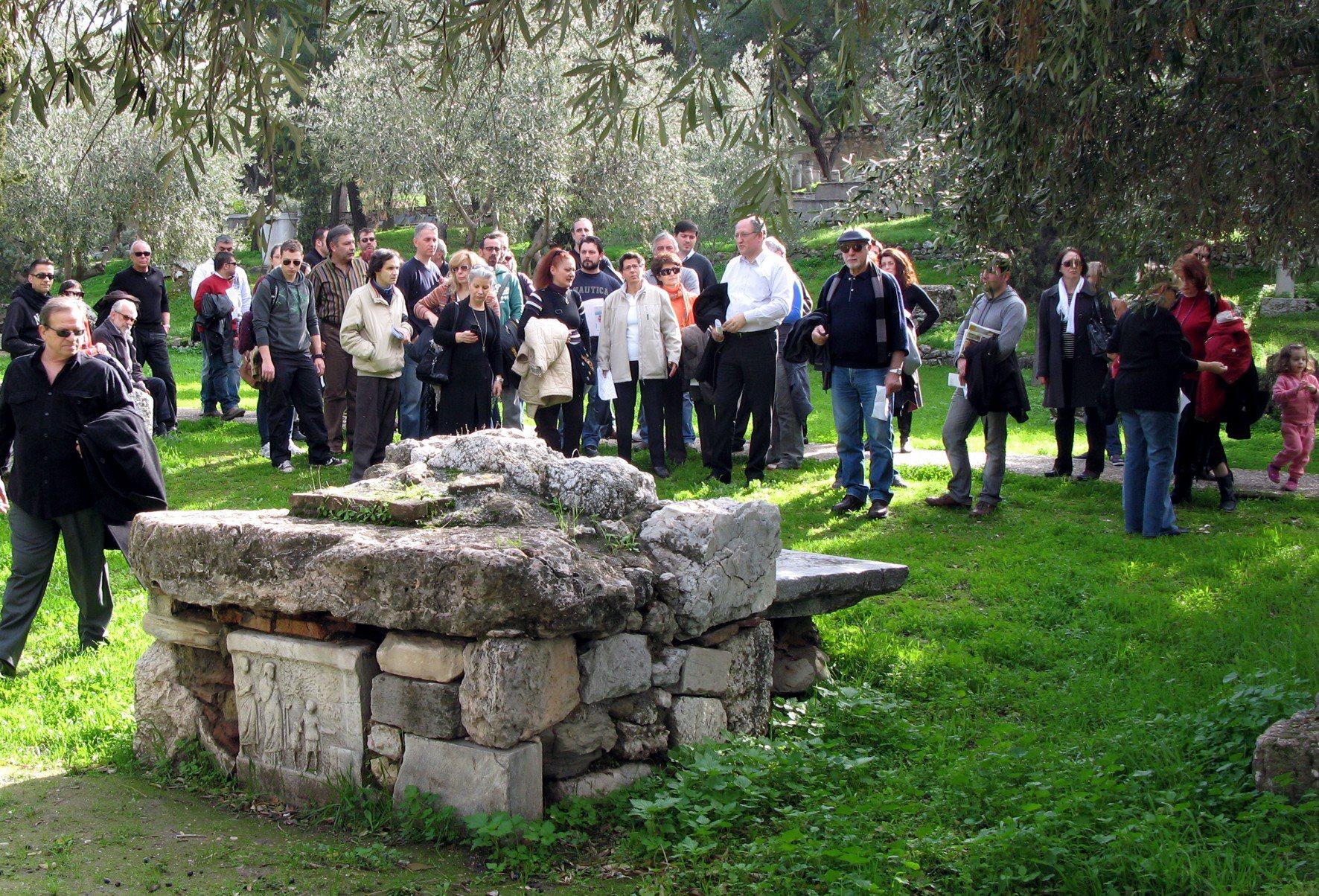 Altar am Heiligtum der Hekate bei Keramikos. Ο βωμός της Εκάτης στον Κεραμεικό