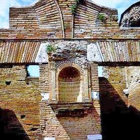 Παράδειγμα από Lararia 2 Οικιακός βωμός της ύστερης αρχαιότητας