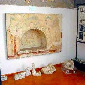 Παράδειγμα από Lararia 3 Οικιακός βωμός της ύστερης αρχαιότητας