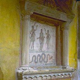 Παράδειγμα από Lararia 4 Οικιακός βωμός της ύστερης αρχαιότητας